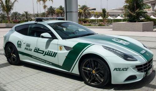 auto la-ferrari-ff-della-polizia-500x292